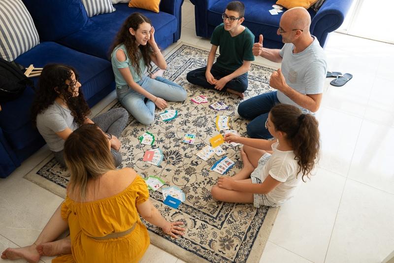 משחק קלפים מחשבות עולות